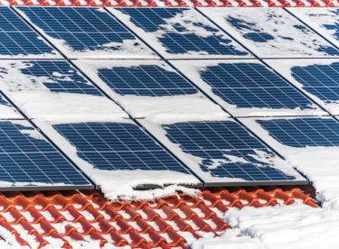 Víte, že můžete instalovat fotovoltaiku bez obav během zimy?