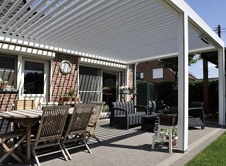 Moderní řešení pro zastřešení a zastínění terasy