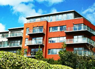 Nejen školy, ale také běžné bytové domy mají často nezdravé vnitřní prostředí