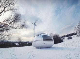 Miniaturní mobilní dům napájený solární a větrnou energií pro pohodlný život mimo civilizaci