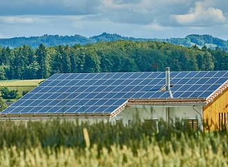 3 z 10 Čechů uvažují o pořízení fotovoltaiky. U majitelů rodinných domů je to každý druhý