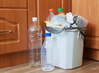 Jídlo, pití a domov bez plastů: Jak a proč nahradit plasty?