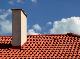 Zděný komín je ověřená klasika, nerezový komín je moderní a praktický
