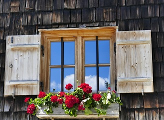 Plastová nebo dřevěná? Jak vybírat okna do rodinného domu