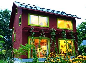 Nepřehlédnutelný pasivní dům spotřebuje v nejchladnějších dnech méně energie než vysoušeč vlasů