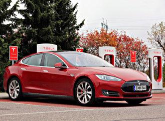 Elektromobily vČesku nemají úspěch. VNěmecku jim staví solární panely