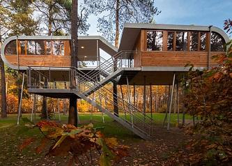 Zpátky na stromy? Inspirativní domky ve větvích