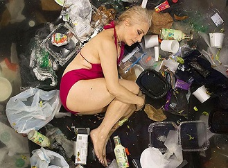 Nechali byste se vyfotit v hromadě svých odpadků? Takhle dopadli odvážlivci, kteří to zkusili