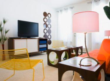 Plýtváte energií v obývacím pokoji? Pozor na Stand-by režim, neúsporné světelné zdroje a přetápění