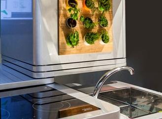 Nedostatek místa pro kuchyňskou linku vyřeší ekologická vertikální kuchyně