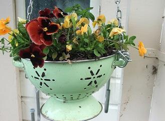 Inspirace pro netradiční zahradní dekorace: Věci z popelnice pro zkrášlení zahrady