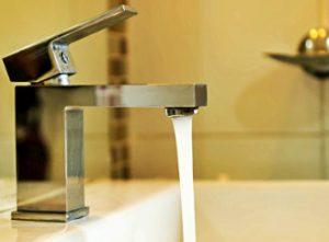 Co můžete pro úspory vody udělat právě vy? Začněte v koupelně