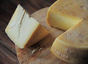 Jak vyrobit po domácku sýr? Je to snadné, potřebujete však trpělivost