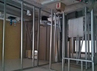 Stavba příček ze sádrokartonu svépomocí – krok za krokem