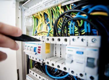 Přehled dodavatelů elektřiny: Jak vybrat toho pravého?