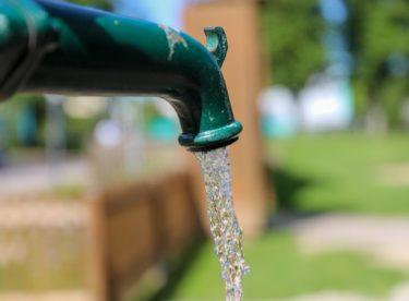 """""""Dobrý den, už zase kropíte zahradu!"""" Budou obce online sledovat spotřebu vody v domácnostech?"""