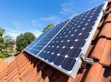 Uvažujete o pořízení malé solární elektrárny? Poradíme, jak na výkup přebytků