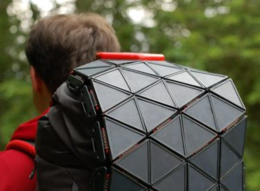 Solární panel na cesty, který se přizpůsobí vašemu batohu