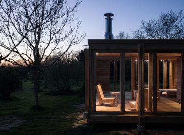 """""""La Petite Maison"""" – dřevěný domek otevřený přírodě"""