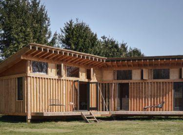 Chata, která vás okouzlí dřevěnými prvky
