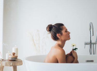 Ponořte se do vany s koupelovým čajem