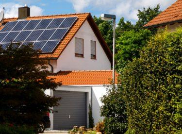 Máte přebytky energie z domácí fotovoltaické elektrárny? Startup bezDodavatele je od vás výhodně vykoupí