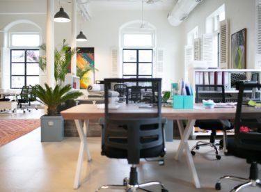 Myslete na své zdraví v kanceláři i na home office. Pomůže vám ergonomická židle