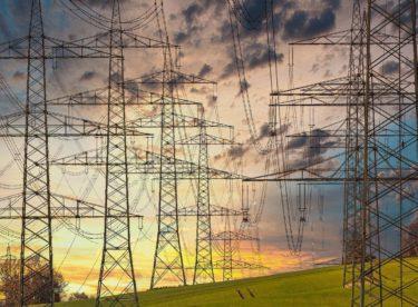Domácnosti odebírající elektřinu za velkoobchodní ceny by za pět let ušetřily průměrně 25 % nákladů. U plynu dokonce polovinu, ukazují data