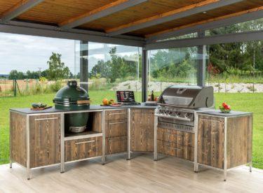 Nechcete trávit slunečné dny zavření v kuchyni? Vyřešit to může venkovní kuchyně!