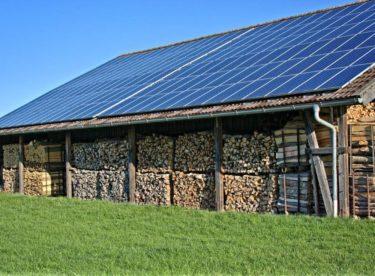 Zájem o fotovoltaiku zrychluje rozvoj chytrých elektrických sítí. První už v česku vznikají