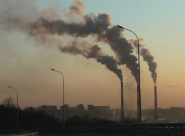 Češi se obávají nedostatku vody a výkyvů počasí. Kdo ale může za největší množství tuzemských emisí, netuší