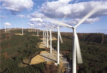 Největší větrná farma Roscoe je vTexasu (USA). Má výkon 781,5 MW adokáže pokrýt spotřebu 230 000 domácností