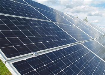 Elektrárna vKobylicích má 1 300 panelů, každý svýkonem 175 Wp.