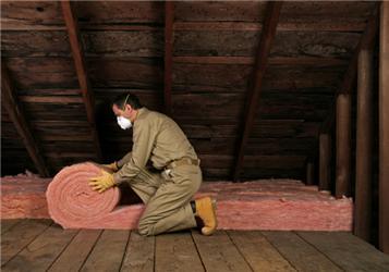 Šikmou střechu můžeme izolovat několika způsoby