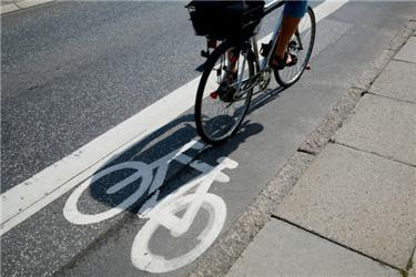 Do práce dnes na kole vyrazila řada lidí