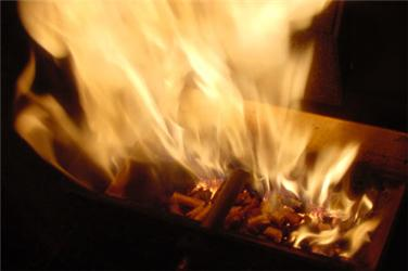 Za topení si letos majitelé kotlů na peletky abrikety připlatí