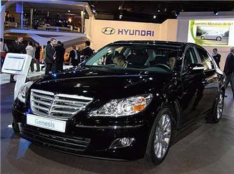 """Luxus pro horší časy – takový by měl být nositel titulu """"nejlepší auto roku"""". Sedan Genesis je zdílny Hyundai"""