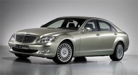 Hybridní elegance. Mercedes-Benz S400 BlueHybrid má pod kapotou skoro 300 koní.