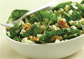 Receptů na zdravé zeleninové saláty je mnoho
