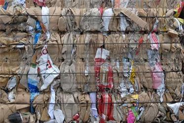 Pokles poptávky po výrobcích zpapíru ani snížení výkupních cen papírového odpadu podle MŽP sběrové systémy odpadového papíru neohrozí.