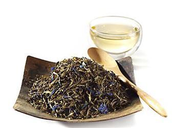 Bílý čaj působí blahodárně na lidské tělo imysl