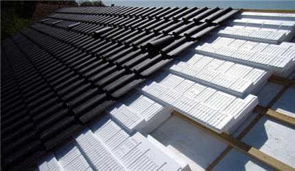 Izolace střechy je velmi účinná aušetří značné množství tepla
