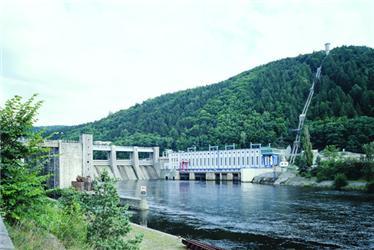 Vodní elektrárna Štěchovice má instalovaný výkon 22,5 MW