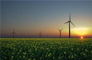 Německo má nejvyšší instalovanou kapacitu větrných turbín asolárních panelů