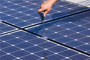 Fotovoltaické panely si instalovat můžete, ale distributor vás do sítě nepřipojí