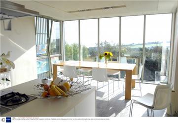 Okny proniká do pasivních domů sluneční energie