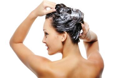 Horkou vanu vyměňte za sprchu, ušetříte tím značné množství vody
