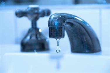 Kapající kohoutek nám může výrazně navýšit účet za vodu