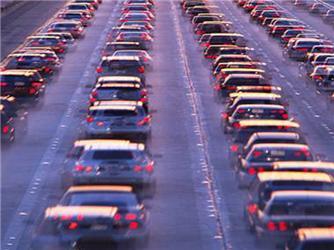 Suburbie přispívají krozvoji automobilové dopravy