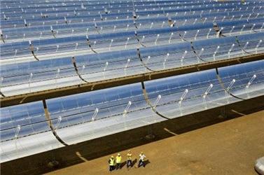 Solární jednotky Andasol 1 (7 488 kolektorů, 209 664 parabolických zrcadel).